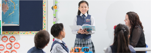 students discussing with teacher