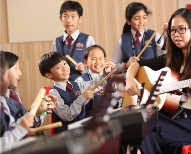 Student are playing instrument in music room